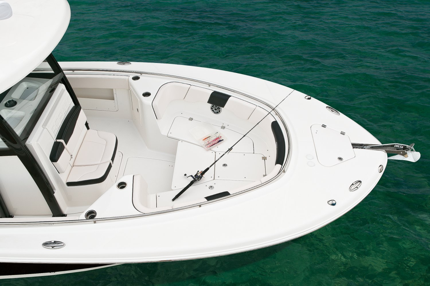 The Robalo R302 - Boat Connection